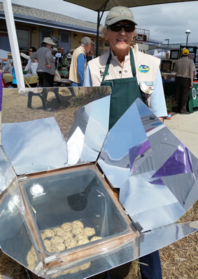 Baking cookies in the Solar Oven with docent Linda Youmans