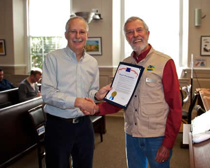 Santa Cruz Mayor Don Lane and the Watch's Board President Lou Rose. Photo by Efren Adalem